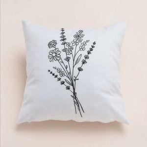 NWT Home Decor Floral Bouquet Pillow Cover